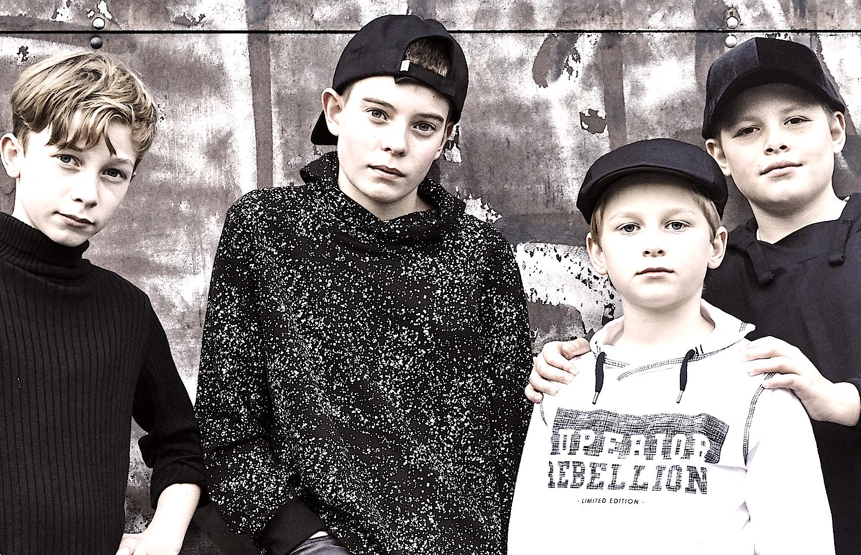 Boyband kendt fra MGP udgivereget nummer og musikvideo